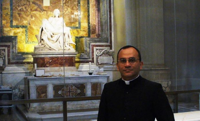 Padre Adelson Santos